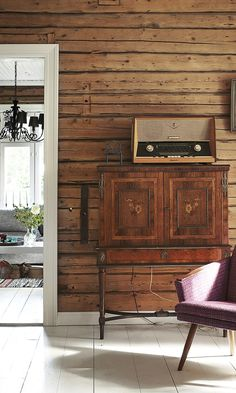 Paksut listat tuo ryhtiä Farm Projects, Forest House, Log Homes, Home Fashion, Old Houses, Cottage, Rustic, Living Room, House Styles