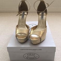 "NWT Steve Madden Gold Fabric with ZC Platform NWT Steve Madden Gold Fabric with ZC Open toes Platform. Size 8&1/2 M.  5"" Heels and 1&1/2"" Front height. No trade, no holding, no off sight payment Steve Madden Shoes Platforms"
