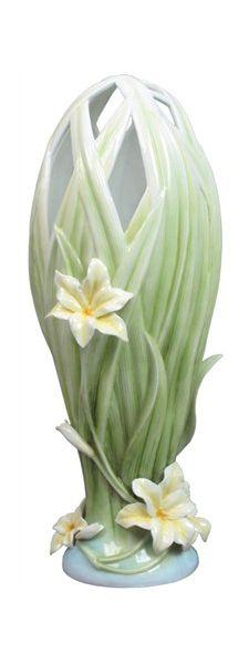 Interlaced Leaves Lily Vase