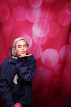 Marshmello Wallpapers and Top Mix Anne Marie Album, Marshmello Wallpapers, Anne Maria, Singer Songwriter, Music Wallpaper, Iphone Wallpaper, Bebe Rexha, Hollywood Celebrities, The Duff
