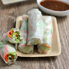 Grilled chicken summer rolls with spicy sriracha dipping sauce