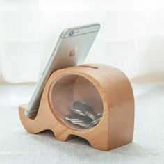 Fancy wood elephant piggy bank & phone holder product ideas столярные р Wooden Crafts, Wooden Diy, Diy And Crafts, Scrap Wood Projects, Woodworking Projects, Wooden Phone Holder, Wooden Piggy Bank, Wood Toys, Creative Gifts