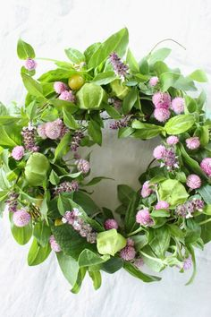 Pink and Green / Red Clover Cottage Corona Floral, Lavender Roses, Diy Décoration, Summer Wreath, Door Wreaths, Flower Crown, Dried Flowers, Green Colors, Pink And Green