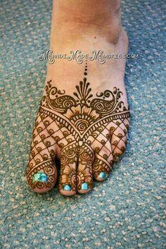 Henna by Mehndi Made Memories - Lisa Seltzer of MN. Love this foot henna Henna Tattoos, Henna Ink, Foot Henna, Henna Body Art, Mehndi Tattoo, Henna Tattoo Designs, Mehndi Art, Henna Mehndi, Body Art Tattoos