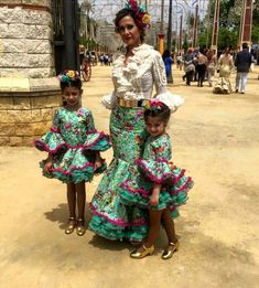 bellas! Mexican Outfit, Mexican Dresses, Flamenco Party, Flamenco Dresses, Spanish Fashion, Girl Dress Patterns, African Print Fashion, African Wear, Casual Chic Style