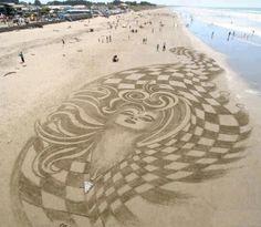 Una obra de arte en la playa de Manta