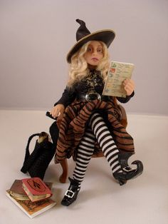 Miniature witch Miniature dollhouse witch by JoMed on Etsy Haunted Dollhouse, Haunted Dolls, Dollhouse Dolls, Miniature Dolls, Dollhouse Miniatures, Halloween Miniatures, Halloween Doll, Halloween Quilts, Paper Dolls