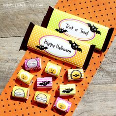 Check out these fun PRINTABLE candy bar wrappers for Halloween! You get 2 sizes!