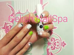 Gelish Arctic freeze y sometimes a girl's gotta glow con sellos konad