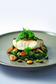 Pan-fried cod with spinach and almonds by Alain Ducasse Cooking School - [Premium] Cod seared with spinach and almonds by Alain Ducasse - Cod Recipes, Fish Recipes, Seafood Recipes, Healthy Recipes, Food Design, Chefs, Food Porn, Baked Fish, Alain Ducasse