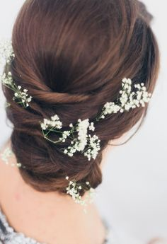 Babies breath in the brides hair | Simple and Beautiful