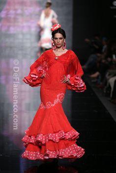 Fotografías Moda Flamenca - Simof 2014 - Faly de la Feria al Rocio 'Volantes de plata' Simof 2014 - Foto 05