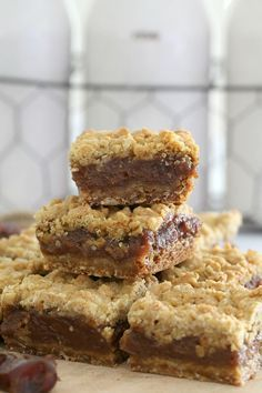 Thermomix Oat & Date Crumble Slice Easy Desserts, Delicious Desserts, Yummy Food, Baking Desserts, Baking Recipes, Cake Recipes, Dessert Recipes, Tray Bake Recipes, Recipes Dinner