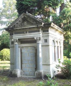 The Greenfield Mausoleum designed by Whitehead in Brookwood Cemetery, London Abandoned Mansions, Abandoned Houses, Abandoned Places, Cemetery Angels, Cemetery Art, Old Cemeteries, Graveyards, Abandoned Hospital, Catacombs