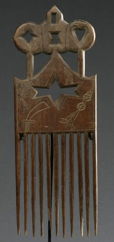 Africa | Comb from the Akan people of Ghana | Blonde hard wood