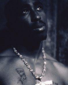 2pac Music, Tupac Art, Tupac Makaveli, Arte Hip Hop, All Eyez On Me, Old School Music, Lovely Eyes, Hip Hop Outfits, Tupac Shakur