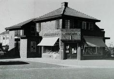 """Middelburgsche Coöperatieve Volksbroodbakkerij """"De Broederband"""" werd opgericht april 1896; filiaal aan de Zacharias Jansenstraat werd gebouwd in 1927, gemoderniseerd in 1962 - omstreeks 1960"""