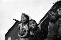 Jean-Philippe Charbonnier Grimace's a Kotzebue-Alaska 1955 Robert Doisneau, Photography Gallery, Vintage Photography, Philippe Soupault, Alaska, Narrative Photography, Bless The Child, French Photographers, Akita