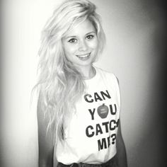 Nina Nesbitt. Gimme your hair?