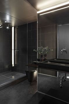 amazing minimalist black bathroom http://pinterest.com/daniellapostma/