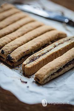 I biscotti vegani integrali con marmellata hanno una ricetta semplice e facile da preparare. Ecco come realizzarli in casa con pochi gesti