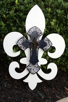 Fleur de Lis by Twist of Dazzle I LOVE THIS...  How cool is this?  Someone has talent!!