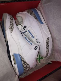Buy and sell authentic Jordan 3 Retro UNC shoes and thousands of other Jordan sneakers with price data and release dates. All Nike Shoes, Nike Shoes Air Force, Hype Shoes, Jordan Shoes Girls, Girls Shoes, Sneakers Fashion, Shoes Sneakers, Swag Shoes, Aesthetic Shoes