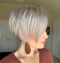 Canapés of long hairstyles Bob; It is, in the first place, among the hair styles that all ladies love very much. Models that can create very different designs with hair colors like sweep and shadow are very cool. Canapés of long bob… Continue Reading → Short Bob Haircuts, Haircuts With Bangs, Bob Hairstyles, Hairstyles For Over 50, Graduated Bob Haircuts, Short Stacked Haircuts, Baddie Hairstyles, Headband Hairstyles, Natural Hairstyles