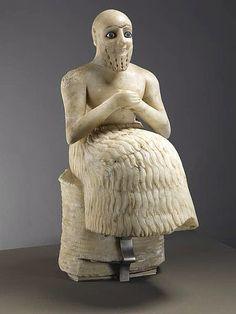 NOME: Ebil - Il DATAZIONE: 240 a.C (Mesopotamia) TECNICA/MATERIALE: statua in alabastro con decorazioni di lapislazzuli per circa 50 cm di altezza della statua. I'intendente è seduto e sta pregando il Dio Ishtar.L'elemento fondamentale della statua sicuramente sono gli occhi: unica parte colorata e truccata. Il popolo sumero, infatti, fu uno dei primi ad adottare il trucco anche nell'arte. LUOGO DI CONSERVAZIONE/RITROVAMENTO: è conservata al museo del Louvre di Parigi, ma fu ritrovata nel…