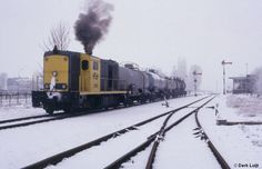 https://flic.kr/p/gPFdY8   NS 2418, Budel, 13-2-1991   De buurtgoederentrein  naar Eindhoven vertrekt al pluimend uit het sfeervolle Budel. (diascan)