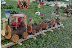 Garden: Log Planter & Log Mushrooms - Find Fun Art Projects to Do at Home and Arts and Crafts Ideas Ideas Para Decorar Jardines, Wood Box Decor, Log Planter, Planter Ideas, Garden Planters, Old Crates, Wooden Flowers, Into The Woods, Cool Art Projects