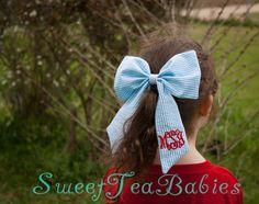 Required hoop size: 5 x 7 or 7 x 12 This is a blank fabric bow design, no fonts or other embroidery designs (such as the anchor) are included.