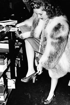 Betty Grable goes shoe shopping , 1938.