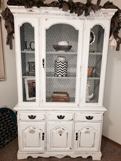 White with light grey interior Broyhill China cabinet hutch given a chalk painted shabby chic update. Chicken wire in place of glass, gray & white tones, light distressing. Refinished China Cabinet, Farmhouse China Cabinet, Repurposed China Cabinet, Shabby Chic Kitchen, Shabby Chic Homes, Shabby Chic Decor, Shabby Chic Hutch, Refurbished Furniture, Shabby Chic Furniture