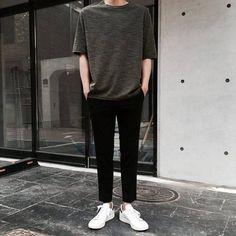 I like the pins that you try by: thakes mens wardrobe korean fashion men, f Stylish Mens Outfits, Casual Outfits, Korean Fashion Men, Mens Fashion, Ulzzang Fashion, Korean Men, Moda Indie, Mode Man, Teen Boy Fashion