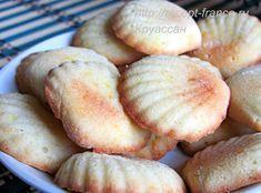"""Французское печенье """"Мадлен"""" - по-настоящему культовое печенье. Его готовят в разных вариациях. Попробуйте этот классический рецепт."""