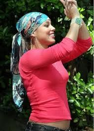 Resultados da pesquisa de http://stylist.stylerev.com/wp-content/uploads/2011/08/Alicia_Keys_headscarf1.jpg no Google