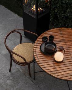 "16 tykkäystä, 1 kommenttia - Establo Scandinavian Furniture (@establo_lifestyle) Instagramissa: ""A sense of calm 在舒適的空間靜下心,夜晚柔和的燈光暫時帶走腦內的徬徨。簡潔的線條配合多種可調節的光度,拆掉手柄就恍如朦朧的月亮,舒緩近來的不安感。 Have a calming…"" Unique Furniture, Outdoor Furniture Sets, Custom Furniture, Carrie, Outdoor Lighting, Outdoor Decor, Led Lamp, Crate And Barrel, Lamp Design"