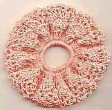 CORAL REEF SCRUNCHIE Easy Crochet Socks, Crochet Cap, Crochet Gifts, Crochet Toys, Free Crochet, Diy Hair Scrunchies, Barrettes, Crochet Hair Accessories, Crochet Hair Styles