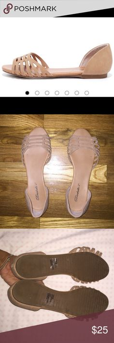 Women 9-9 1/2 nude flats Worn twice but they stretched and doesn't fit, look almost brand new, fit like a size 9 1/2. Sad to let these beauties go Shoes Flats & Loafers