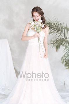 6款輕美式婚紗造型推薦-做個自然系活力新娘 Girls Dresses, Flower Girl Dresses, Wedding Dresses, Flowers, Fashion, Dresses Of Girls, Bride Dresses, Moda, Bridal Gowns