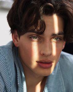 Batthillblocfo: junge männliche models