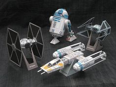 Star Wars paper craft by Shunichi Makino - Amazing Share Nave Star Wars, Star Wars Art, Star Trek, Star Wars Crafts, Steam Education, Paper Magic, Model Airplanes, Paper Models, Kirigami