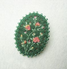 felt brooch, oval felt brooch, hand embroidered brooch, felt brooches, flowers, wild flowers, broch, broche, filz brosche