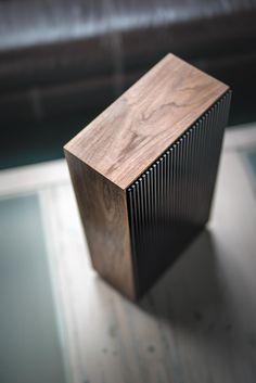Home Office Furniture: Choosing The Right Computer Desk Custom Computer Case, Custom Computers, Wooden Speakers, Design Presentation, Computer Build, Mini Itx, Custom Pc, Id Design, Inspiration Design