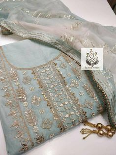 Embroidery Suits Punjabi, Embroidery On Kurtis, Kurti Embroidery Design, Hand Embroidery Designs, Embroidery Motifs, Embroidery Ideas, Designer Party Wear Dresses, Kurti Designs Party Wear, Indian Designer Outfits