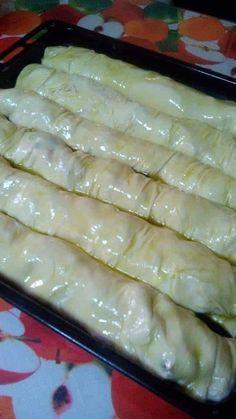 """Η Συνταγή είναι της κ.  Maria Kazdagli  – """"Οι Προκομμένες/οι - Συνταγές""""    ΥΛΙΚΑ - ΕΚΤΕΛΕΣΗ  Για το φύλλο   500γρ.νερο χλιαρό,   2κγλ αλατι,   2κγλ ξυδι,   αλεύρι περιπου 850γρ   να γίνει μια ωραία ζυμη,   ένα κρασοποτηρο λαδι."""