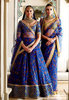 Sabyasachi Spring Couture The Udaipur Collection. Jewellery by Kishandas For Sabyasachi. Photograph by Tarun Khiwal. Bridal Lehenga Choli, Indian Lehenga, Indian Bridal Outfits, Indian Dresses, Indian Clothes, Indian Attire, Indian Ethnic Wear, Saris, India Fashion
