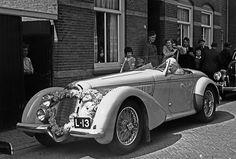 Prinses Juliana en Prins Bernhard bij 1938 Alfa Romeo 8C 2900 B (L-13), Noordwijk 1940 | Flickr - Photo Sharing!