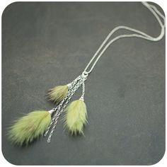 fur necklace.